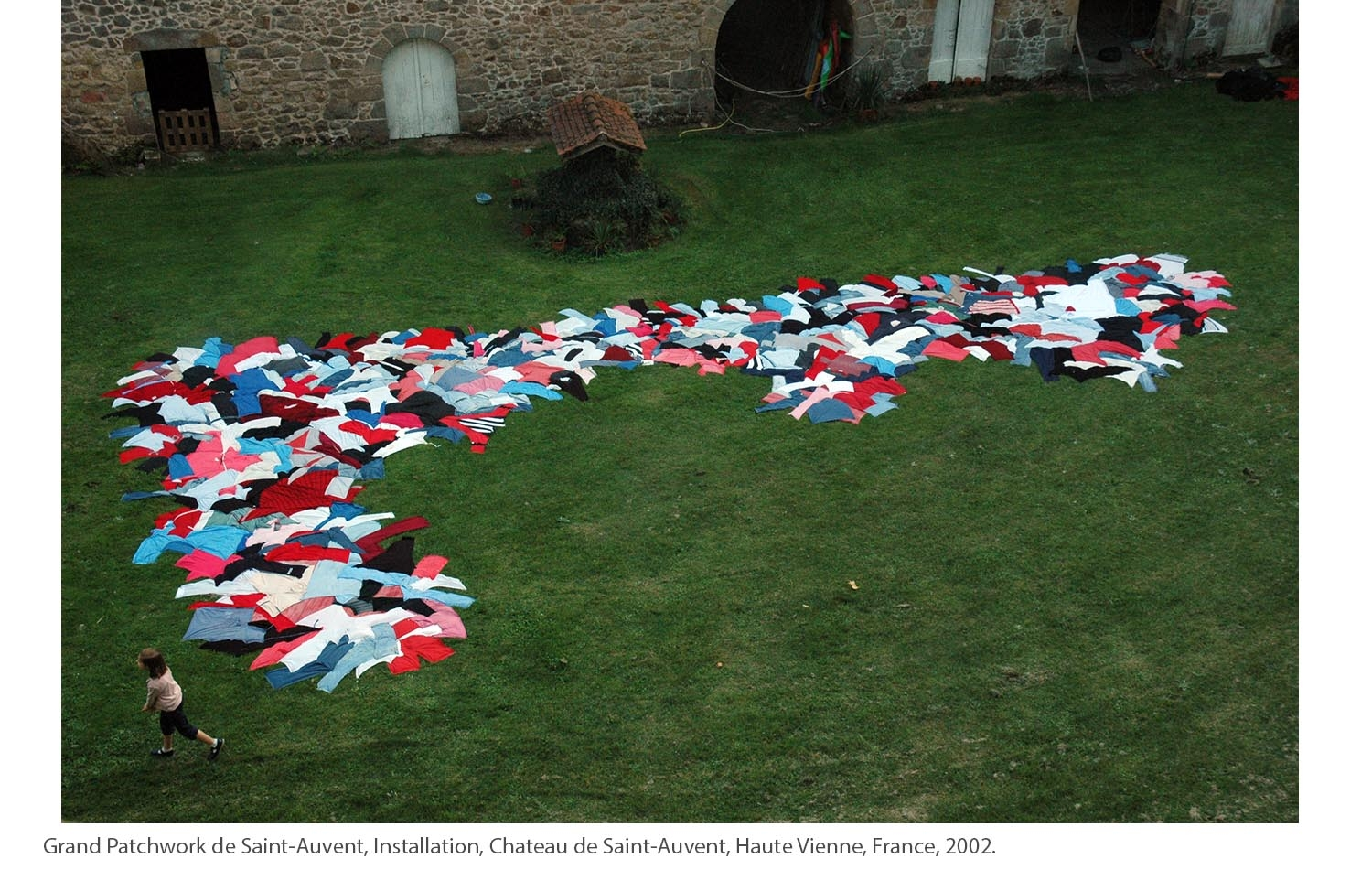 KAKO-Grand-Patchwork-de-Saint-Auvent-Installation-Chateau-de-Saint-Auvent-Haute-Vienne-France-2002.